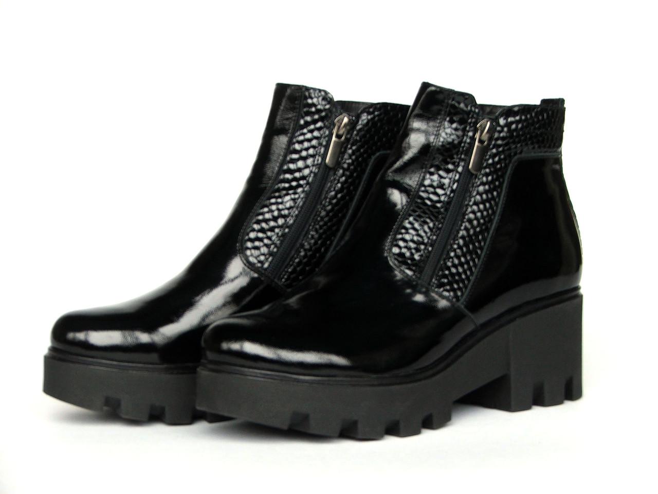 """Ботинки женские """"Две молнии на тракторной подошве"""" из лаковой кожи с фактурными вставками"""