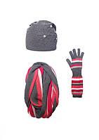 Оригинальный своей простотой  комплект: шапка, перчатки и шарф-хомут.