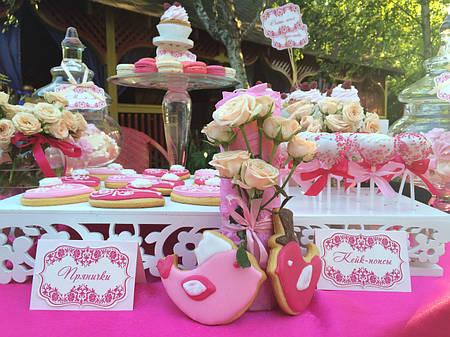 Свадебный Кенди бар Candy Bar в ярко розовых тоннах