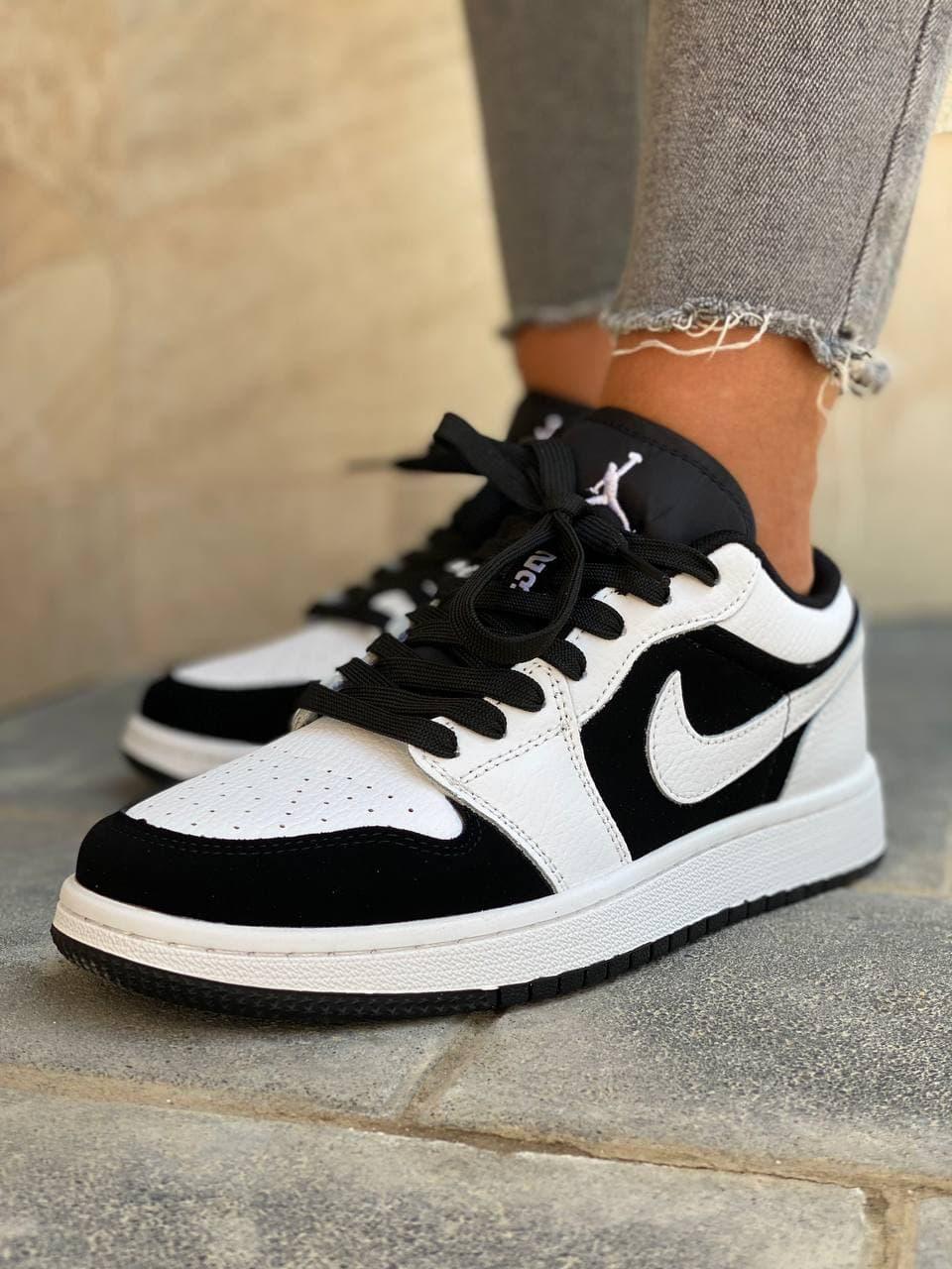 Кросівки жіночі чорно-білі. Жіночі стильні кросівки чорно-білого кольору.