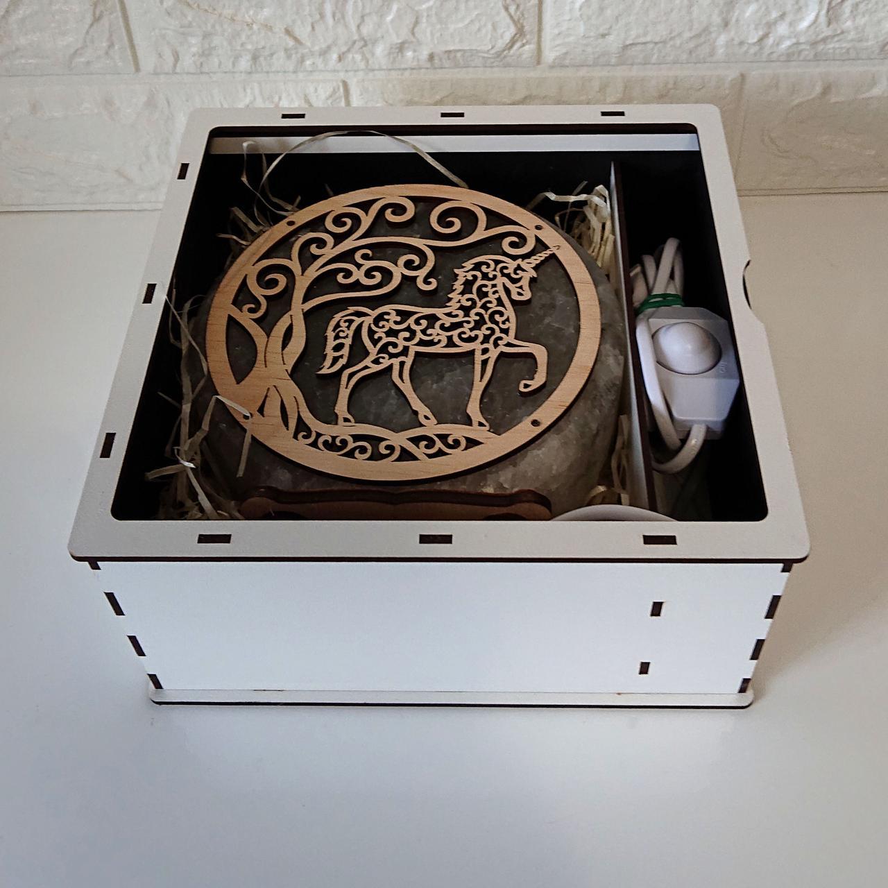 Подарункова коробка біла З днем народження