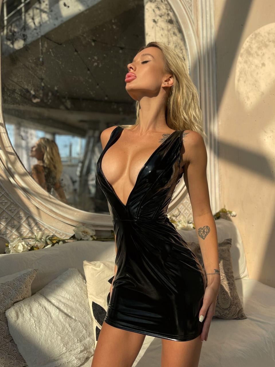 """Лакована сукня з сексуальним декольте """"Промениста Емілія"""" L   18+"""