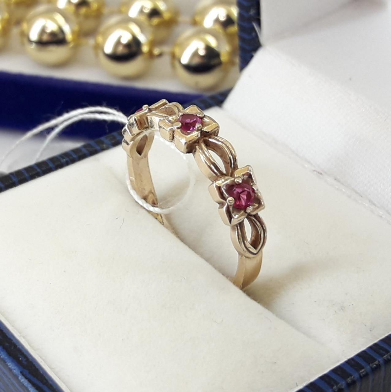 Серебряное кольцо в позолоте с красными камнями