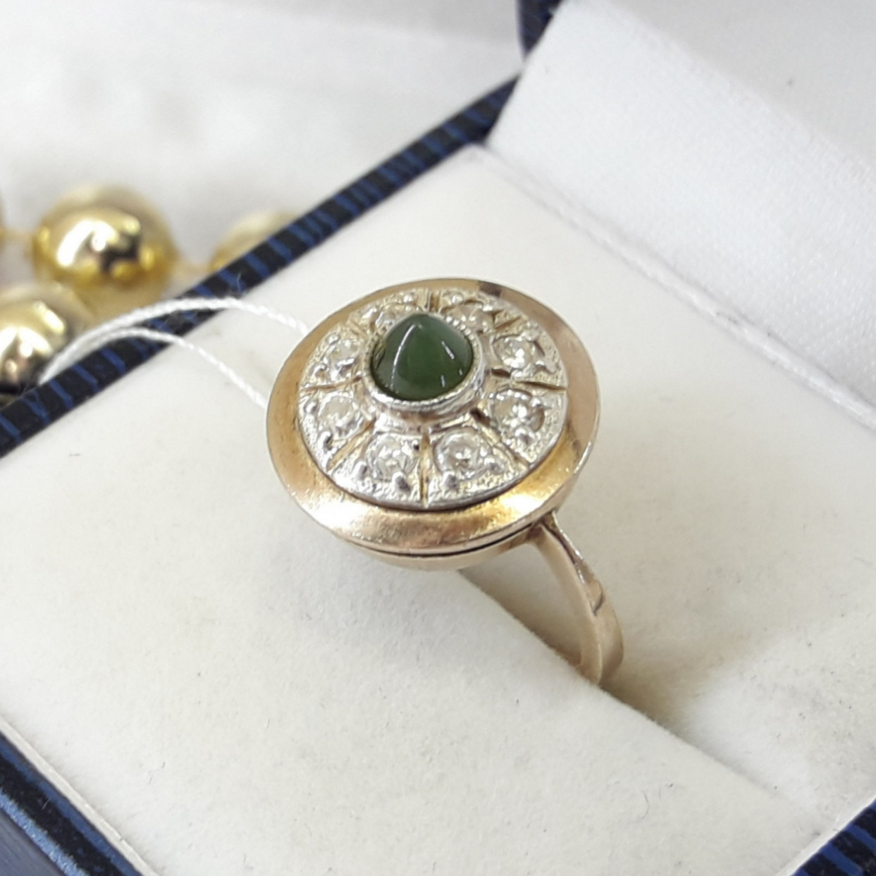 Классическое серебряное кольцо с хризопразом в позолоте