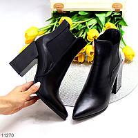 Черные женские ботинки ботильоны с эластичными вставками по бокам на фигурном каблуке