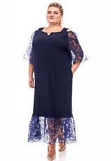 Платье нарядное батальное темно-синее прямого кроя, фото 3