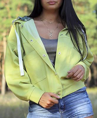 Женская джинсовая куртка со съемным капюшоном оливкового цвета
