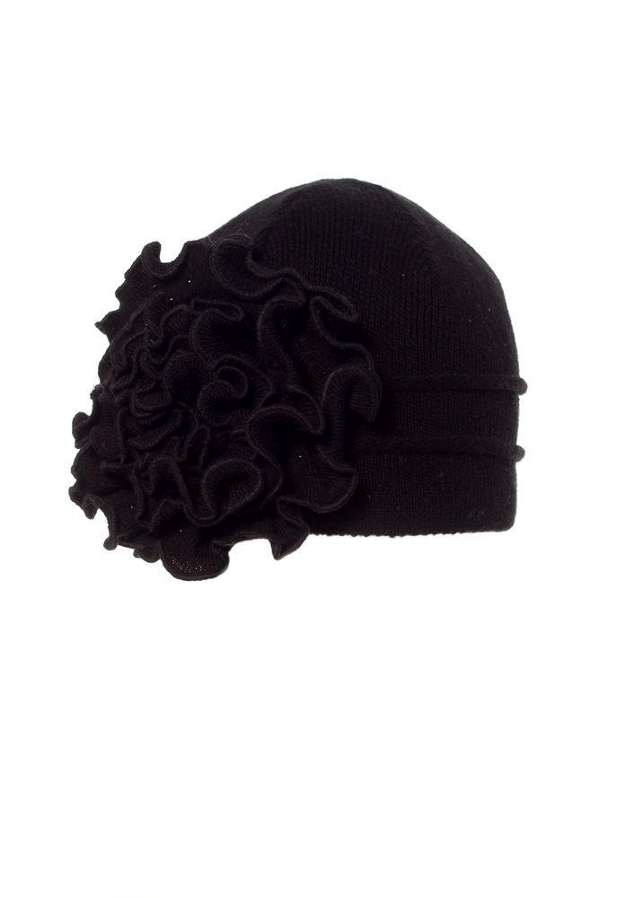 Женская теплая модная  шапка с объемным вязанным цветком.