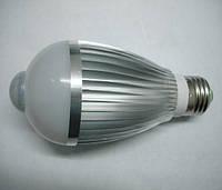 Лампочка с инфракрасным датчиком движения алюминиевый радиатор 7W E27