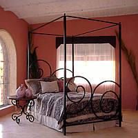 Кованые кровати с деревянными элементами