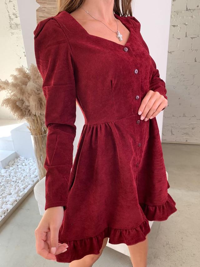 Вельветовое платье на пуговицах с длинным рукавом