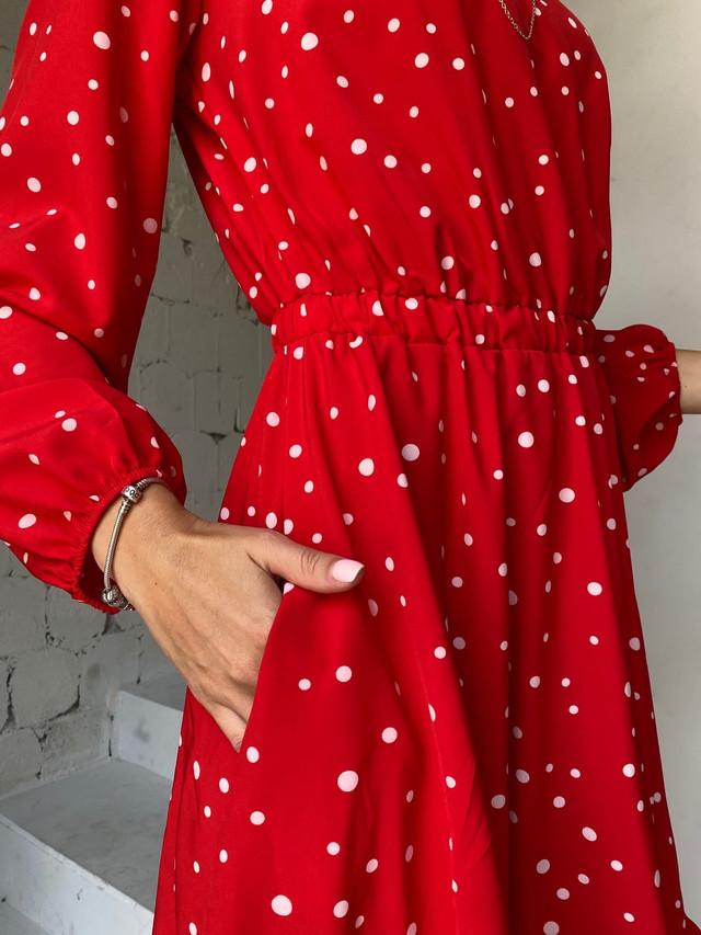Летнее платье в горошек с вырезом капелька