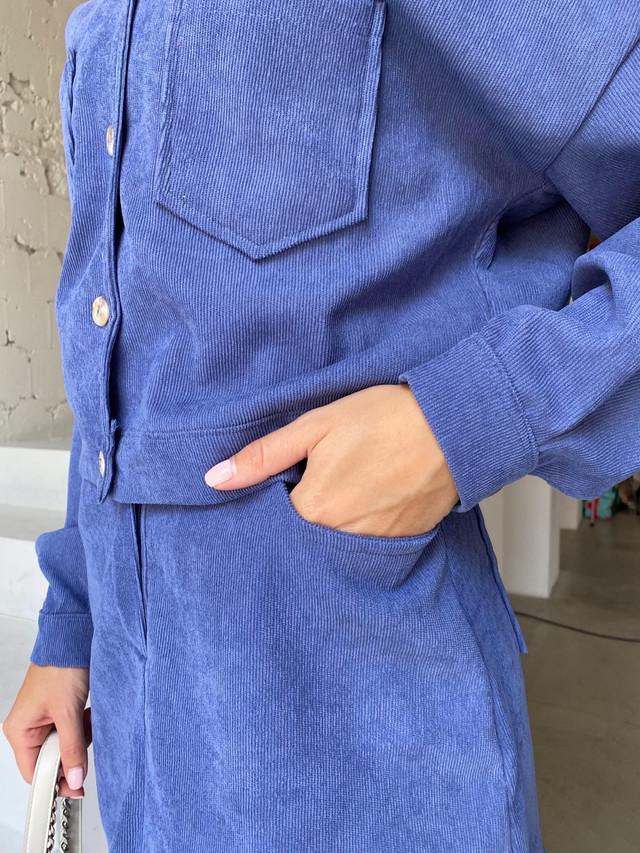 Женский вельветовый костюм с курткой и юбкой