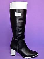 Сапоги кожаные женские демисезонные, декорированы брошкой, фото 1