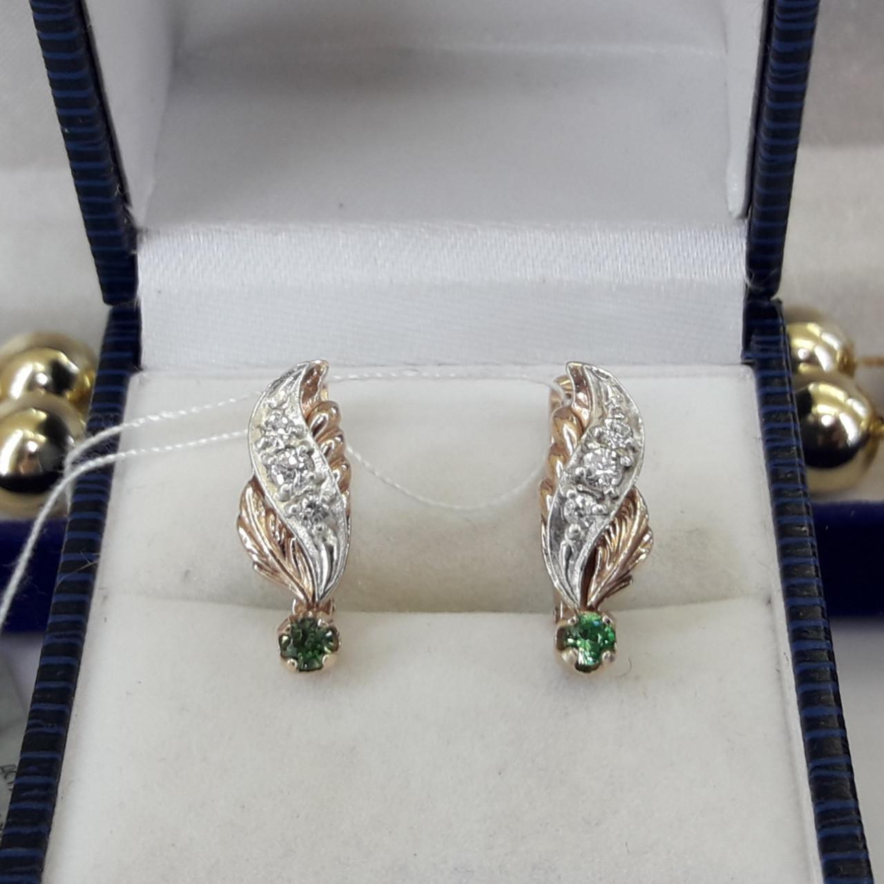 Классические серьги в позолоте с зелеными камнями
