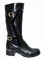 Женские зимние кожаные сапоги на невысоком устойчивом каблуке, декорированы лаковыми ремешками., фото 1