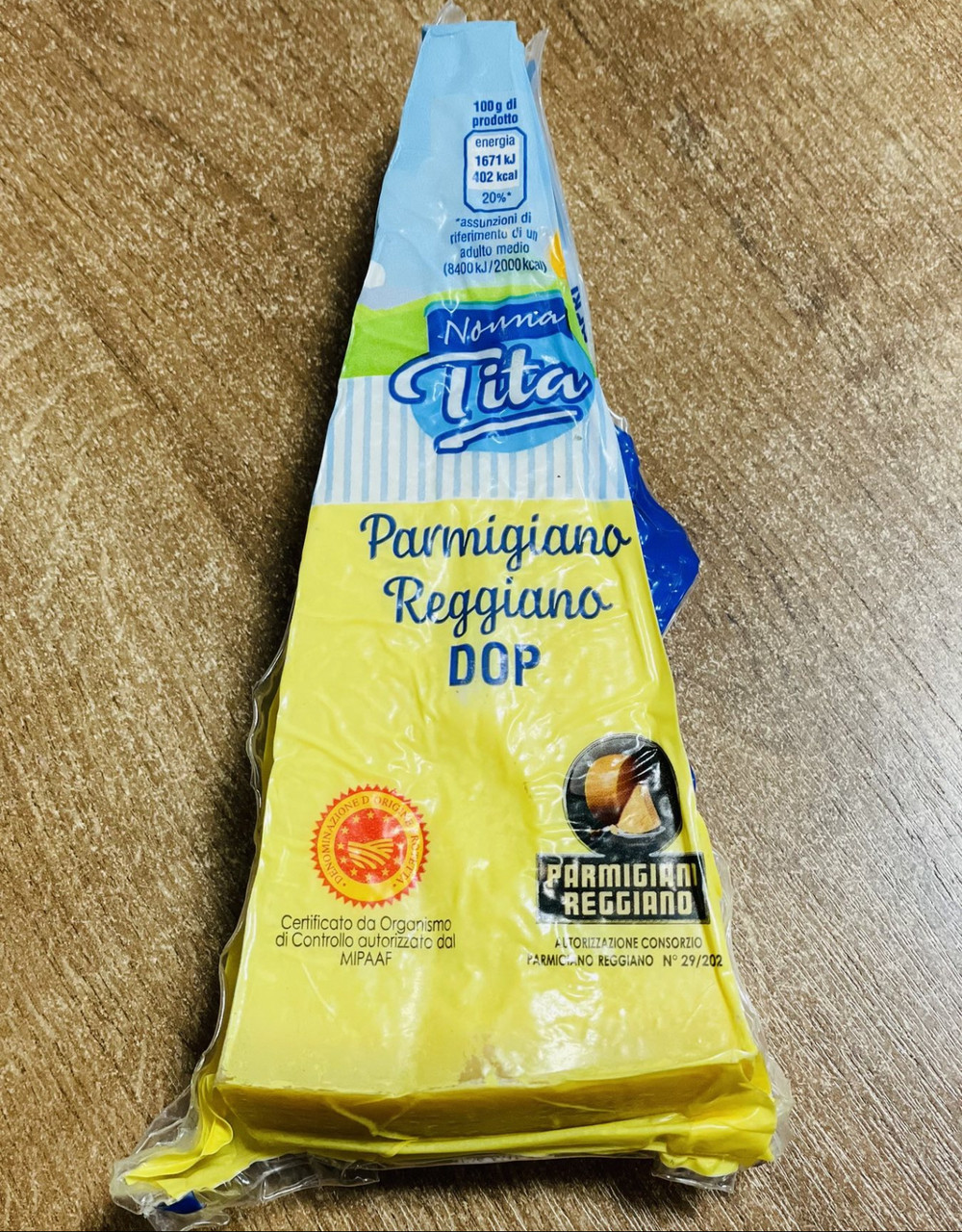 Сир пармезан Parmigiano Reggiano Instagram: skladprodyktov_ukraine