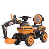 Детский электромобиль-толокар Экскаватор с подвижным ковшом и подсветкой Bambi М 4616Л-7 оранжевый, фото 2