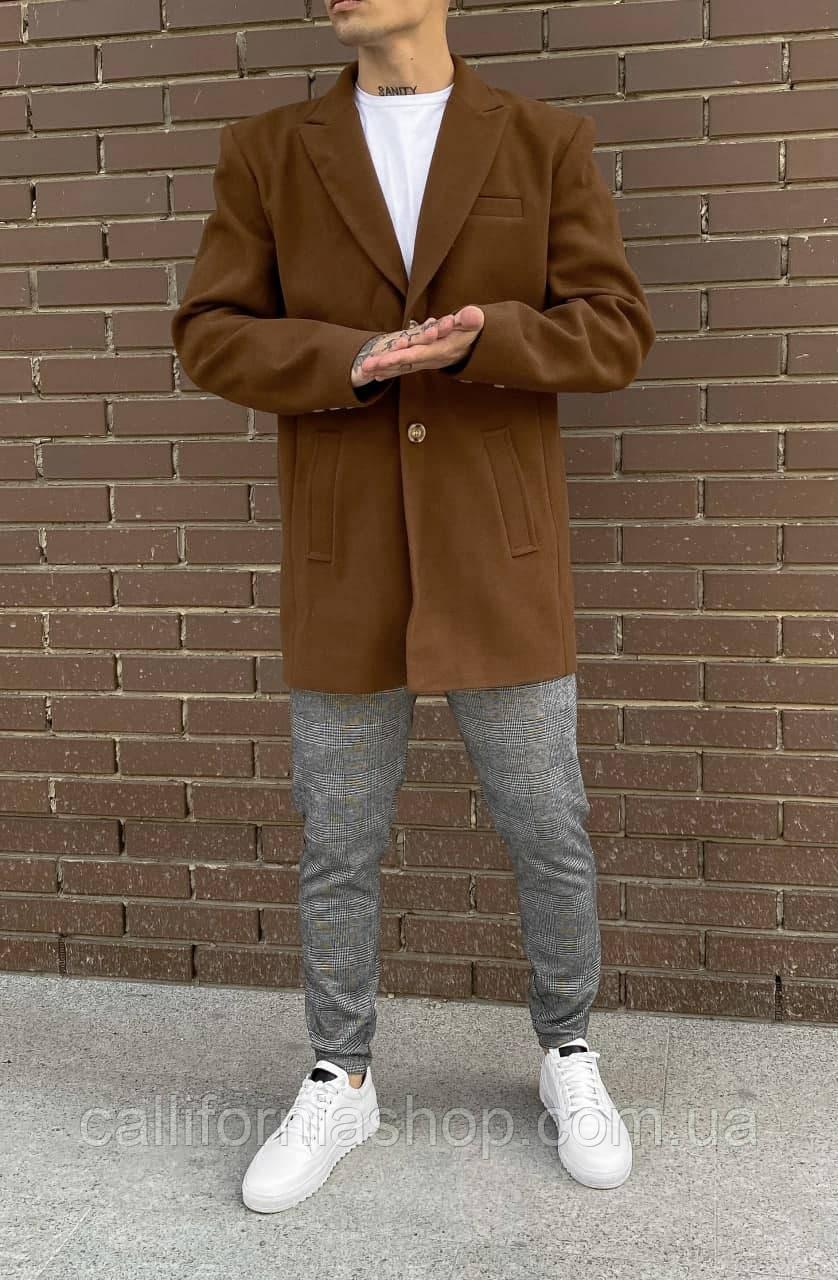 Чоловіче пальто коричневого кольору двубортное довге демісезонне