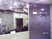 Оклейка стен зеркалом