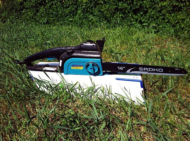 Электропила цепная Sadko ECS 2000 ( 2 кВт)