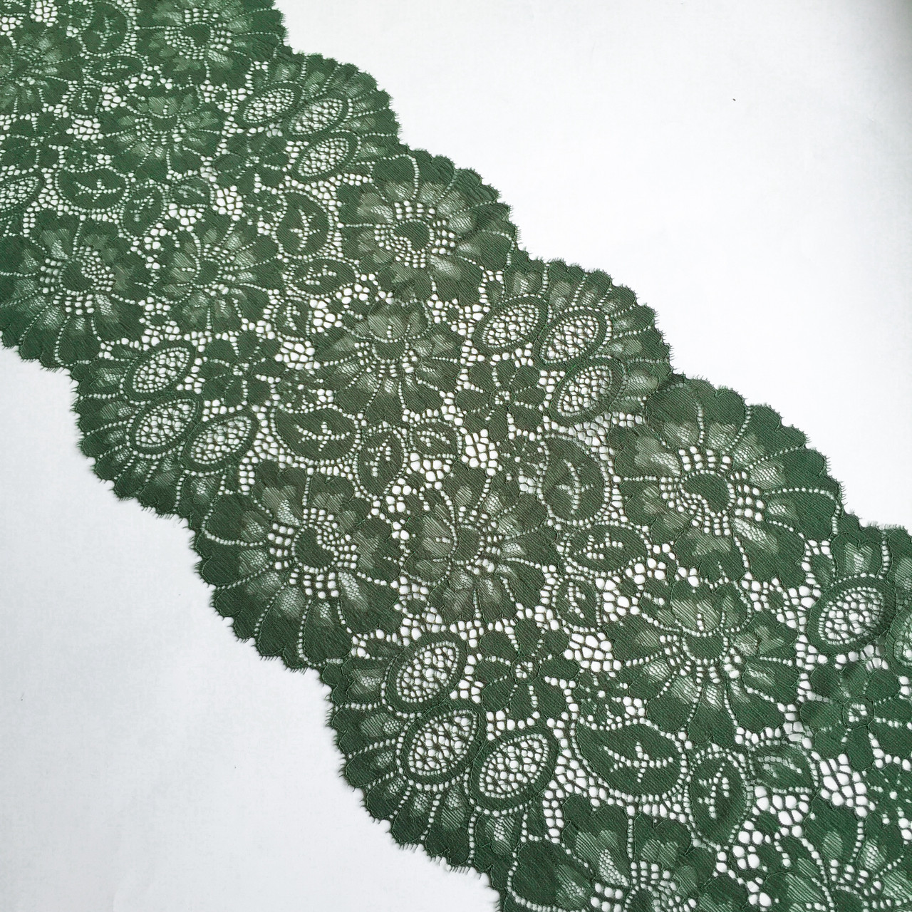 Стрейчевое (эластичное) кружево темно-зеленого цвета шириной 23 см.