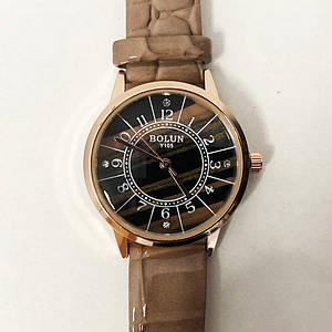 Стильні бежеві наручні годинники жіночі. З блискучому ремінцем. В чохлі. модель 78464