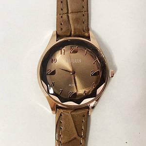 Стильні бежеві наручні годинники жіночі. З блискучому ремінцем. В чохлі. модель 81121
