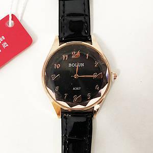 Стильні чорні наручні годинники жіночі. З блискучому ремінцем. В чохлі. модель 52627