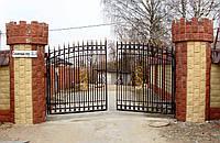 Гаражные ворота распашные с калиткой