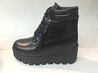 Ботинки кожаные зимние на платформе, черного цвета