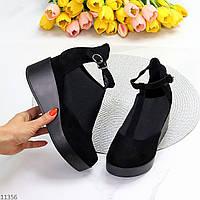 Удобные черные замшевые женские туфли на танкетке с эластичными вставками