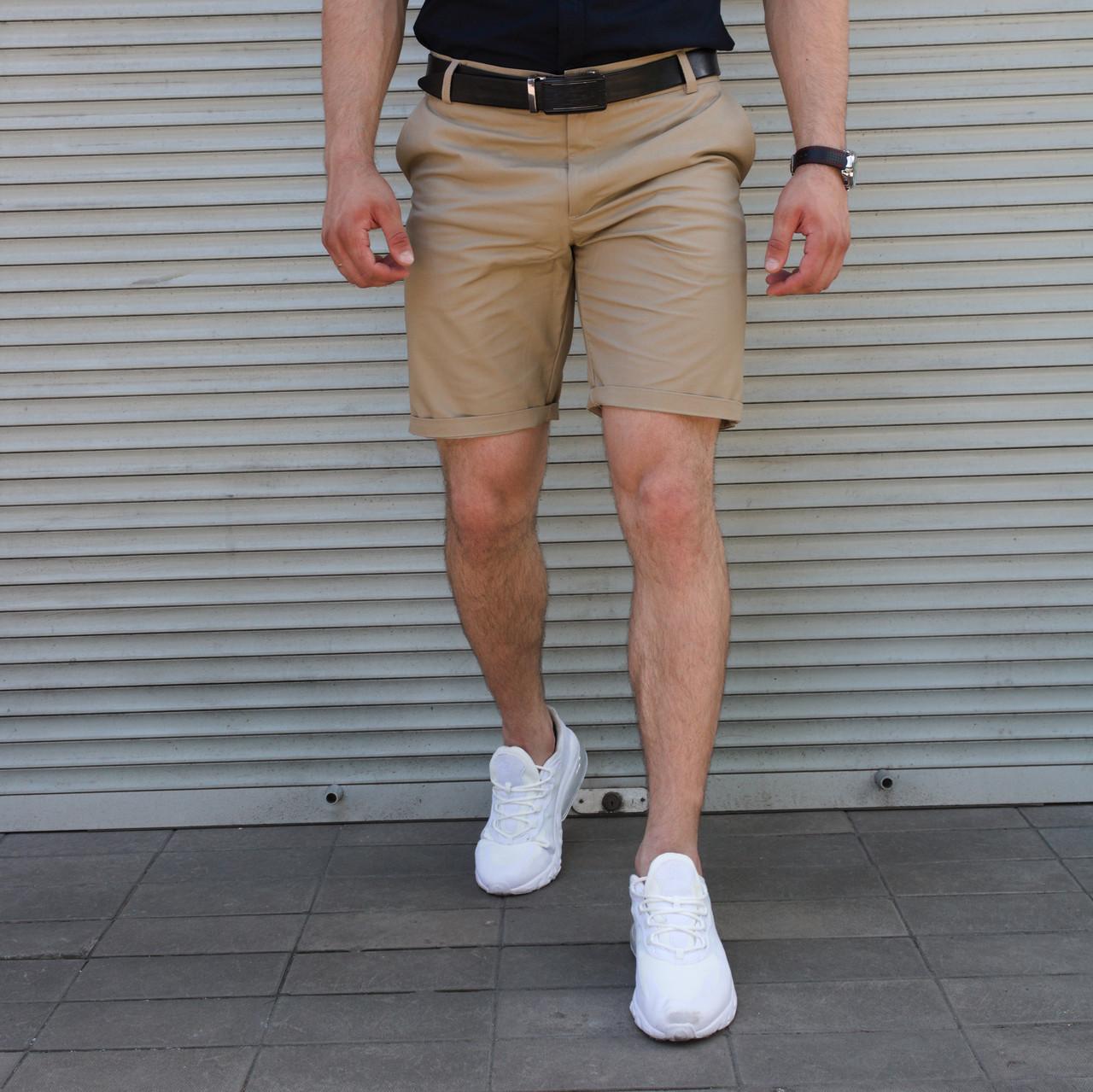 Бежевые мужские шорты классические в стиле чинос