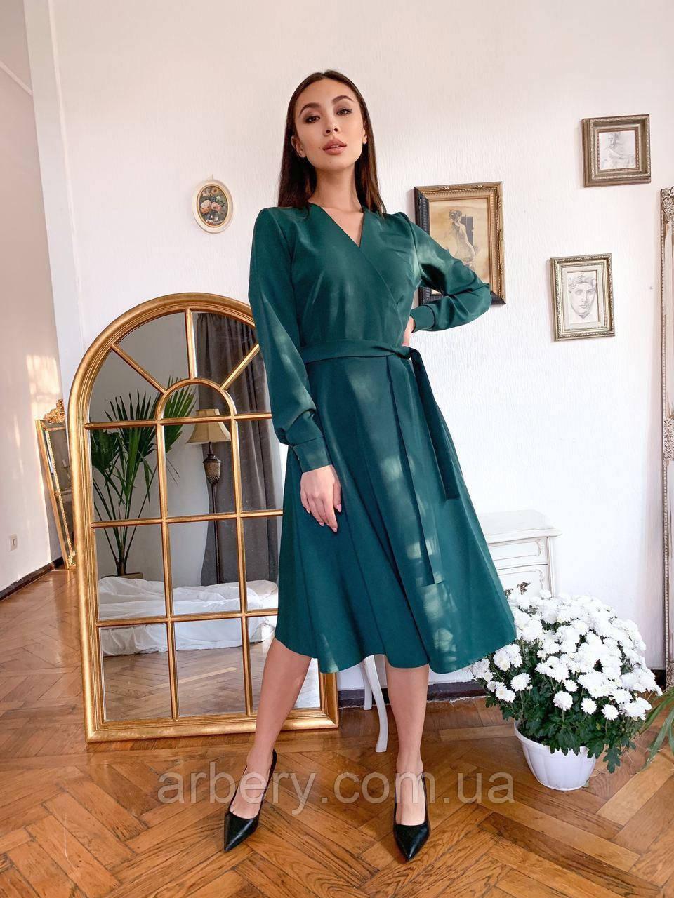 Шикарне плаття на запах в улюбленій довжині міді