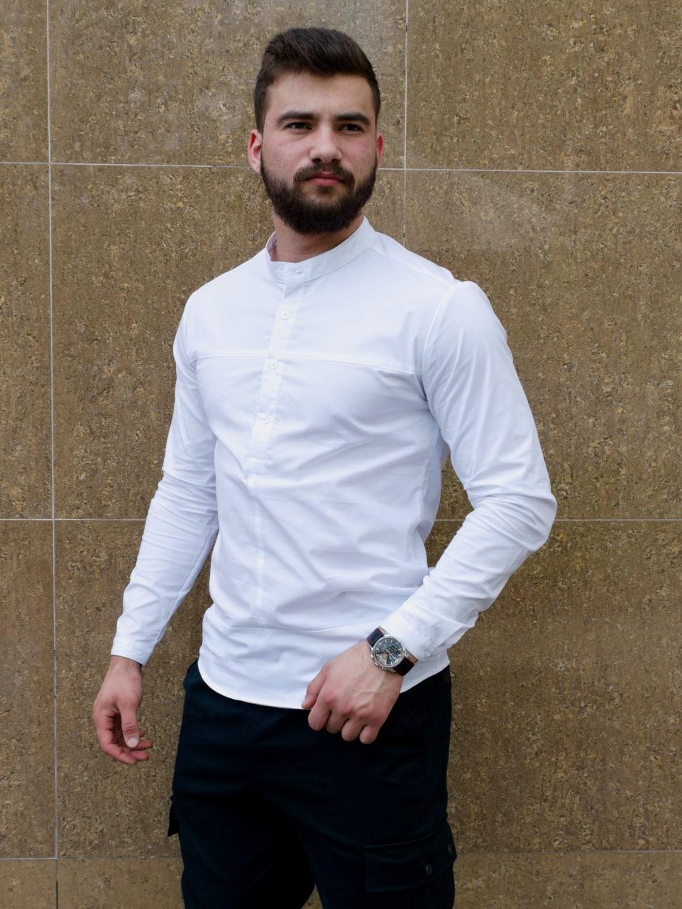 Стильная белая рубашка с коротким воротом