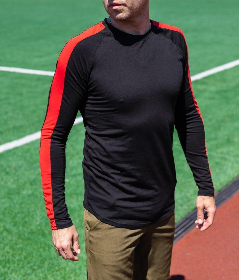 Футболка с длинным рукавом чёрная с красным лампасом