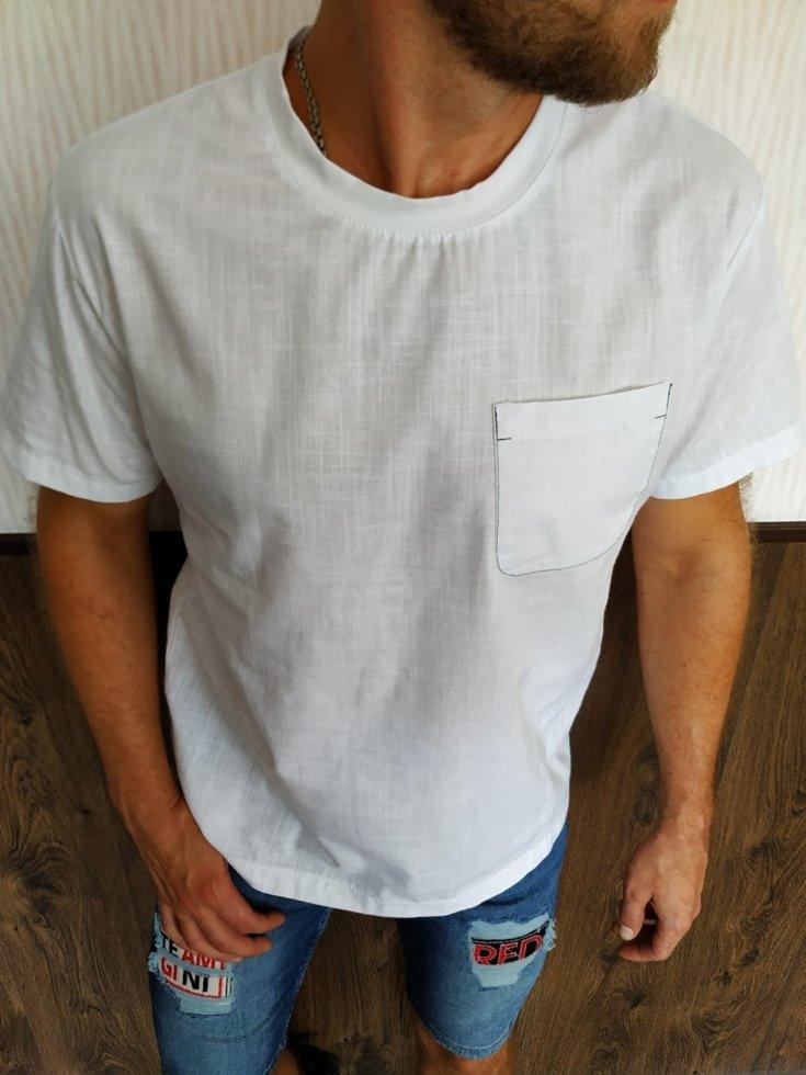 Белая футболка из льна с карманом на груди