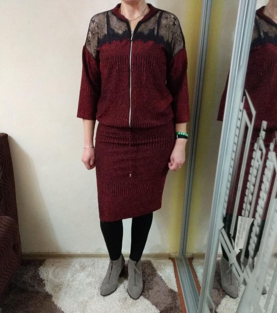 Костюм женский бордового цвета нарядный, с люриксом