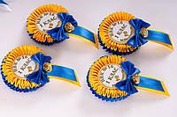 Сине-желтый значок первоклассник с бантиком именем и фамилией