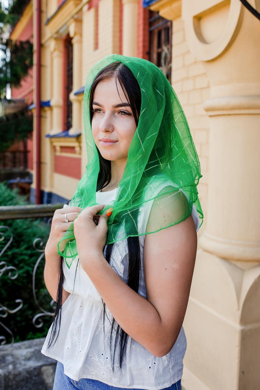 Платок женский шифоновый церковный однотонный с золотистой клеткой цвет зеленый 80*80