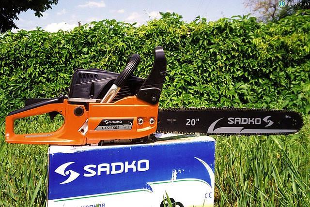 бензиновая цепная пила Садко 560, шина на 20 дюймов