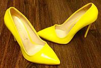 Туфли на каблуке лодочки