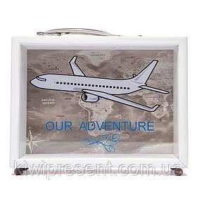 Копилка BST 710036 Самолет 20х15 см. белая с ручкой и ножками