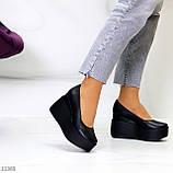Модельні жіночі шкіряні чорні туфлі натуральна шкіра на платформі танкетці, фото 2