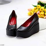 Модельні жіночі шкіряні чорні туфлі натуральна шкіра на платформі танкетці, фото 3