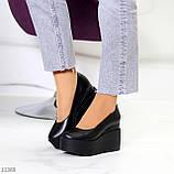 Модельні жіночі шкіряні чорні туфлі натуральна шкіра на платформі танкетці, фото 5