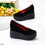 Модельні жіночі чорні замшеві туфлі натуральна замша на платформі танкетці, фото 2