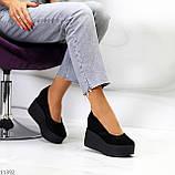 Модельні жіночі чорні замшеві туфлі натуральна замша на платформі танкетці, фото 4