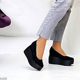 Модельні жіночі чорні замшеві туфлі натуральна замша на платформі танкетці, фото 5