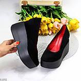 Модельні жіночі чорні замшеві туфлі натуральна замша на платформі танкетці, фото 8